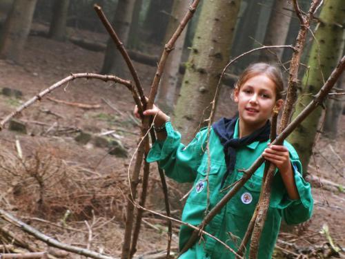 Spelen in het bos met de Welpen